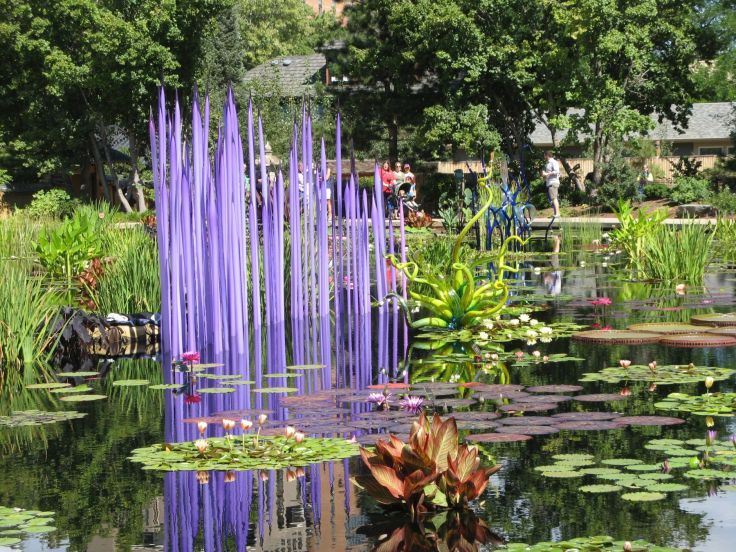 The lily pond has multiple Chihuly pieces in it (you can see three of them here).