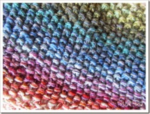 Graded knitting from scrap yarns (Dorien of Just Do)